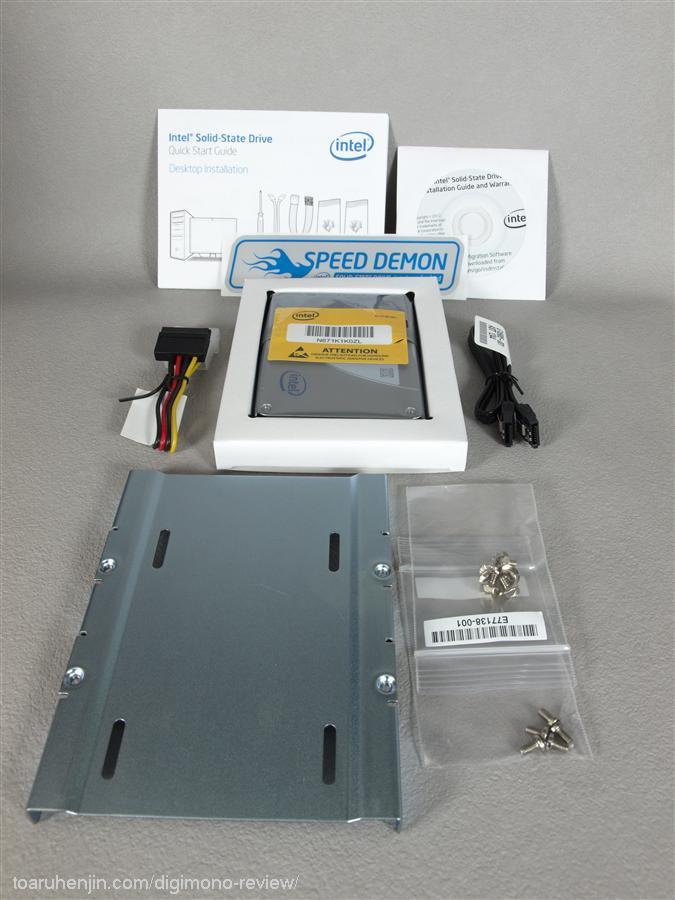 Intel SSD 330本体、付属品